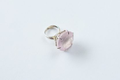 'Pink affection' Pink quartz silver ring with lacework adornment